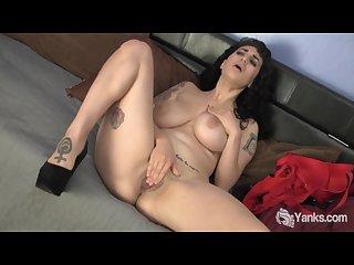 Pierced arabelle masturbate her pussy