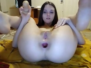 Hottie play with her ass and a big dildo