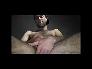 Scruffy guy cums for cam
