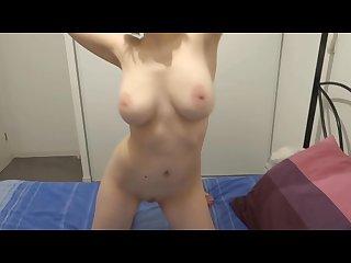 Kmille fait danser ses seins