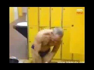 Naked woman pranks men in locker room