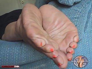 Size 11 mature bbw ebony soles