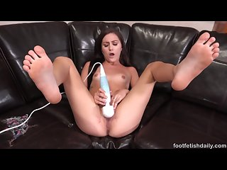 Sexy renee cums hard with a dripping wet pussy