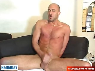 Hetero vendor gets wanked his big cock by a guy in spite of him