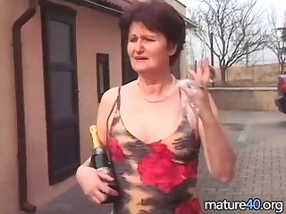 Old woman gets fucked after drinking champagne
