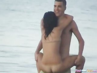 Amateur sex in the beach 01
