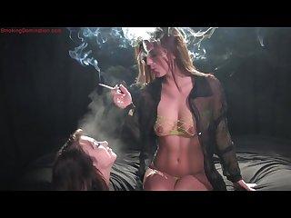 Smoking girls kissing n smoking