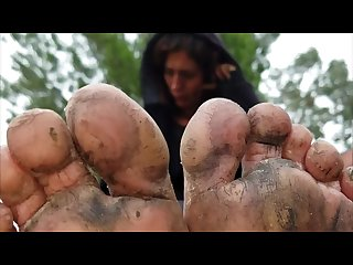 Young homeless girl shows 0ff her filthy feet 4k