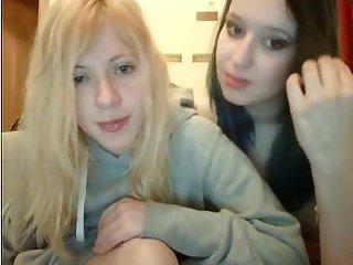 Anateur webcam 18 lesbian teen girls have fun