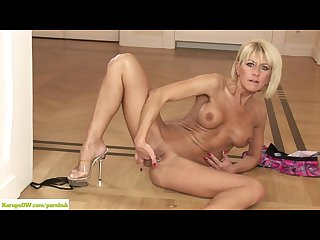 Older cougar cathie fingers pierced twat