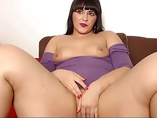 Milf fingering pussy hardly and cum on cam