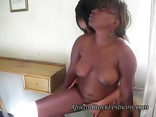 African hottie plays with her plump girlfriends coochieedroom2-2-5
