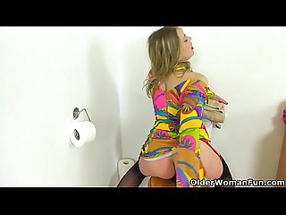 English milf tammy fucks a dildo on the toilet