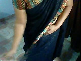 Aunty wearing saree after session