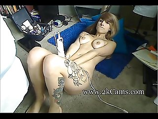 Tattooed horny chick toying her pussy