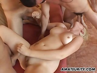 Amateur girlfriend blowbang with 4 dicks and facials