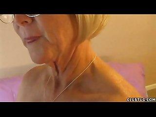 Mature lady give handjob