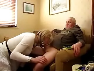 Amateur cd crossdresser fucks and sucks for cum