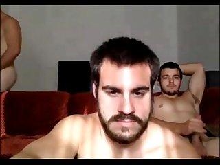 3 heteros na punheta
