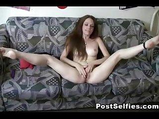 Hot slut masturbating till orgasm camgirls99 com