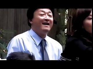 Japanse zakenvrouw wordt gedwongen door collega s zie meer bit ly 2agrta6