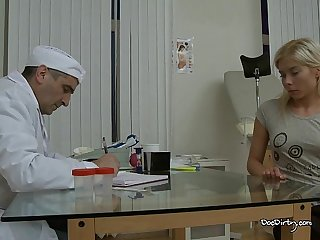 Good patient receives her cum reward