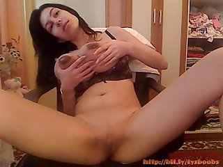 [bustybabes.top]Fresh mom milking into a glass from her huge boobs