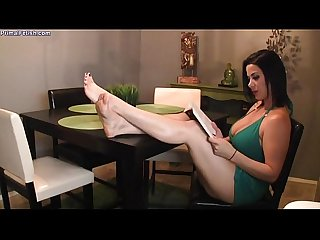 Babysitter Kenna Get Her Sexy Feet Licked - sexy-ladies.net