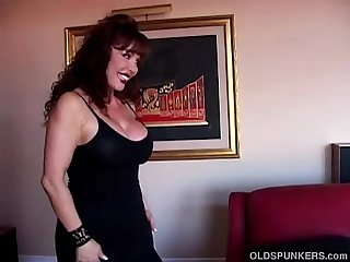 Beautiful busty mature latina gives an amazing sloppy blowjob