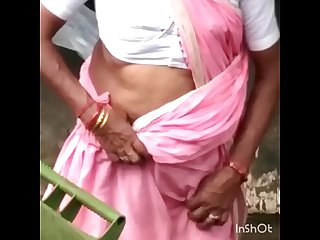 GADRAYI AUNTY EXPOSING DEEP JUICY NAVEL ON ROAD