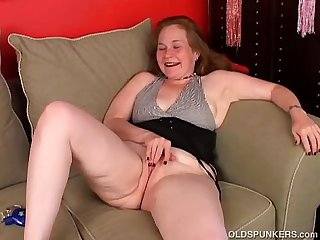 Kinky old spunker fucks her fat juicy pussy for you