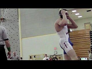 Lutador de wrestling excitado