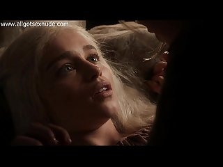 Daenerys targaryen emilia clarke in lesbian scene of game of thrones
