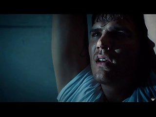 Chris Zylka mostra p�nis na s�rie The Leftoves