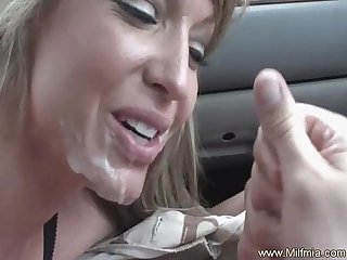 Blowjob makes cum in her car