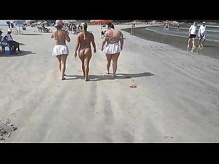 Caiu na net !!! Flagrei 3 atrizes porno safadas na praia. Sera que elas me..