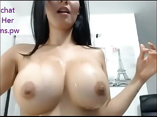 Beautiful big boobs girl live chatting mstubrbation on webcam