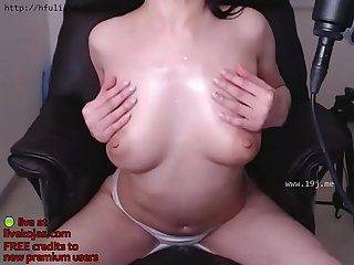 Asian beauty shows her bj skills live at livekojas com
