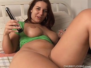 Cute chubby honey loves to fuck her wet pussy tight asshole