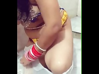 Desi Aunty make her erotic bath fantasy
