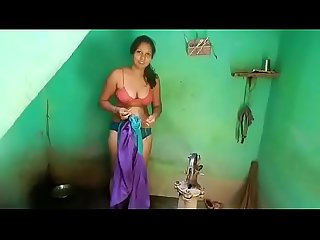 Desi big boobs maid bathing full nude
