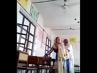 Pakistani mature couple fucking in classroom