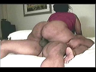 Thick juicy mama riding