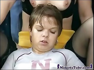 Fantastic Golden Shower With Midget