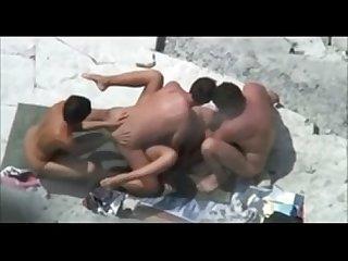 Cogiendo en grupo en la playa