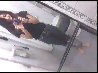 Chavita Masturbandose en el Bao