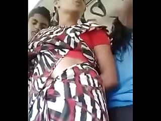 desi slutty aunty shows navel in bus