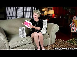 Mature mom can t resist her pantyhose fetish