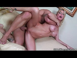 Blonde milf holly sampson gets her pussy trashed