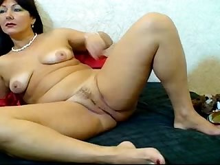Russian hairy webcam mom lpar pizda volosataya rpar 1